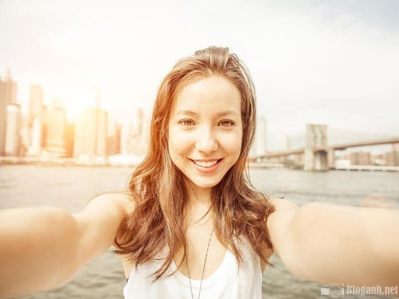 dung-camera-sau-de-chup-anh-selfie-dep-nhat