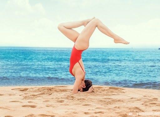 cach-chup-anh-di-bien-dep-yoga