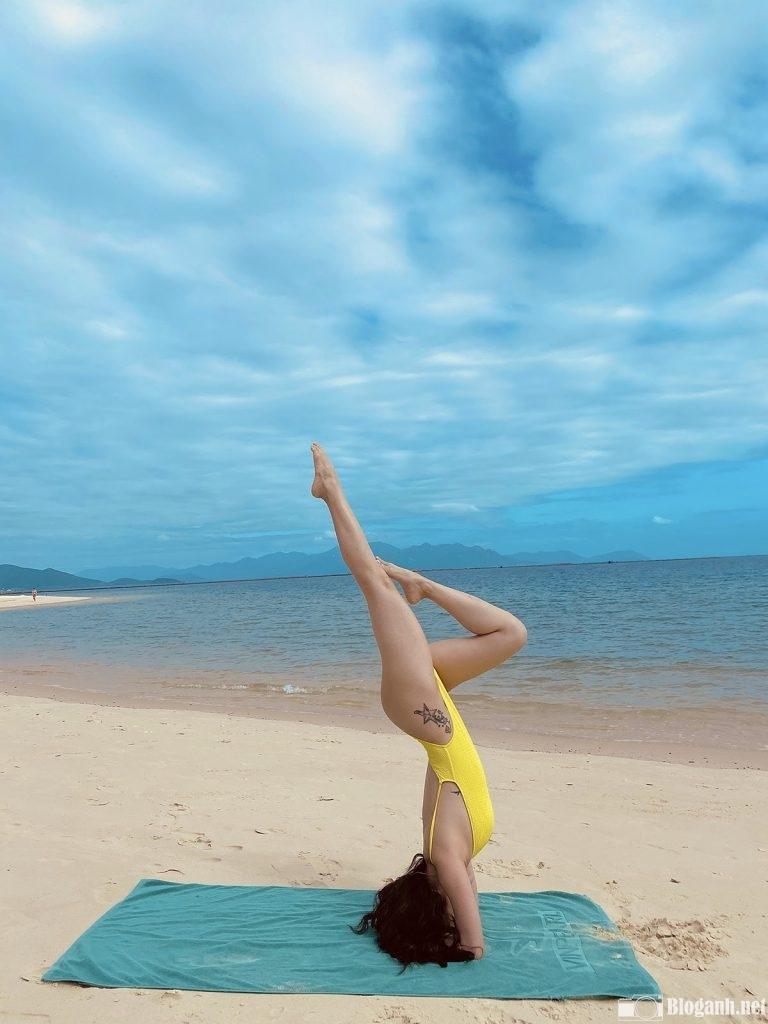 yoga-tren-bien-dep