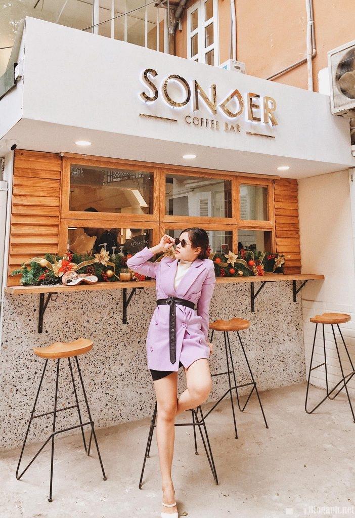 tao-dang-ben-quay-cafe