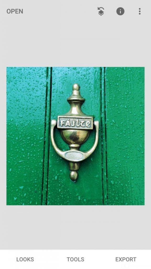 màu xanh, khoá cửa