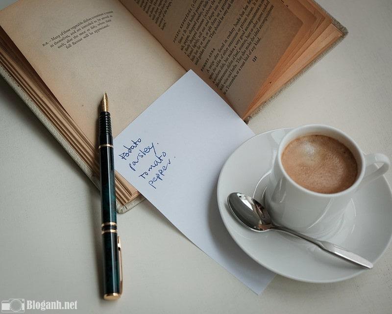 sách, cafe, thìa, bút