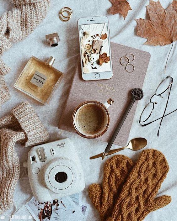 nước hoa, điện thoại, nhẫn, kính